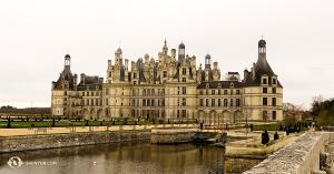 В департаменте Луар и Шер мы увидели знаменитый замок Шамбор, построенный в стиле французского ренессанса. (Автор фото – танцор Феликс Сунь)