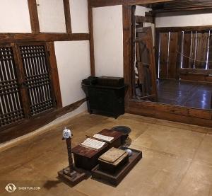 Рядом с дворцом, в Национальном этнографическом музее Кореи, артисты обнаружили это уютное местечко. (Автор фото – Энни Ли)