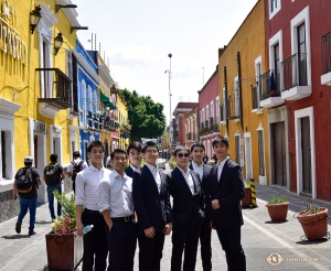 Dancers from the Shen Yun Touring Company explore the streets of Puebla's Old Town together. (Photo by Edwin Fu)
