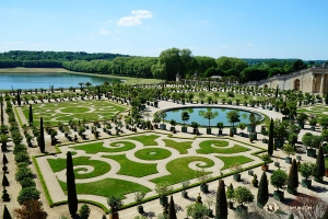 Versailles's enchanting gardens are delicately manicured. (Photo by Jack Han)