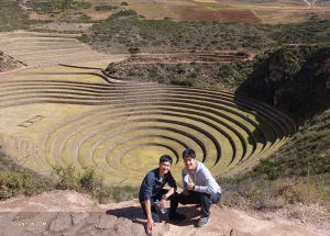 Next on the itinerary, the Incan ruins of Moray. The exact purpose of these concentric terraces is unknown, but the soil used in their construction was brought from different regions of the Incan empire, and the way they were designed creates a temperature difference of up to 15°C between the top and bottom rings. Some theorize it was an ancient agricultural laboratory.