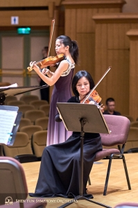 Soloist Fiona Zheng and concertmaster Chia-Chi Lin practicing together before the concert in Hsinchu.