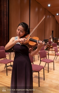 Soloist Fiona Zheng gets a feeling for the Changhua stage.