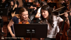 Principal Violist Rachel Chen (R) and Assistant Principal Violist Paulina Cha discuss the new encore piece added for our enthusiastic Taiwanese audiences.