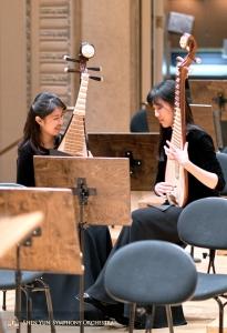 Die Pipa-Spielerinnen Yuru Chen (li.) und Yu Liang.