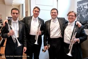 La sezione della tromba (da sinistra a destra): Alexander Antonov, Vladimir Zemtsov, Eric Robins (prima tromba) e Jimmy Geiger