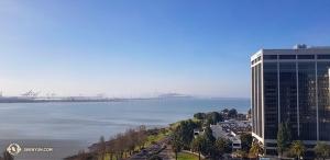 Nel frattempo, la compagnia di Shen Yun di New York apre la stagione a Berkeley in California, con sei spettacoli col tutto esaurito! (Foto del primo contrabbasso Juraj Kukan)