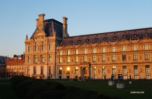 The sun sets in Paris. Goodbye Louvre! (Photo by Kexin Li)