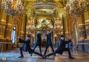 언제나 수호 태세를 갖춘 '명황실의 친위대' 멤버들. 이번 수호 대상은 파리의 팔레 가르니에(Palais Garnier)랍니다. (Photo by Andrew Fung)