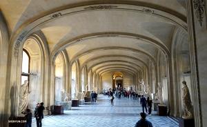 1973년 개관한 루브르 박물관은 38만 점 이상의 소장품과 3만5천 점 이상의 예술작품을 전시하고 있다고 하네요. (Photo by Kexin Li)