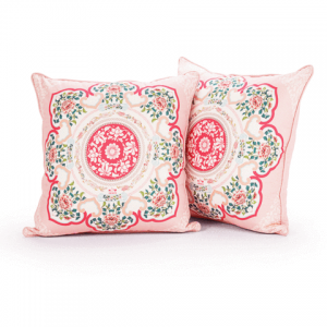 Brighten up the grandparents' living room with our courtyard elegance set, available in blue or pink. These bordered cushion covers reflect the feminine grace found in the Shen Yun dance, Courtyard Elegance.