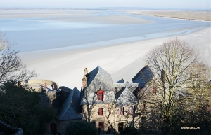 At high tide, Le Mont Saint-Michel is an island. At low tide, it is surrounded by sand you can walk across. (Photo by Kexin Li)