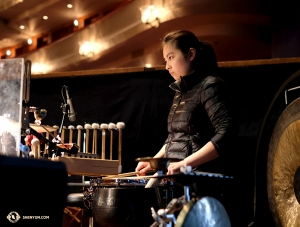 La percussionniste Jazmine Jia pratique. (Photo de Karen Chen)<br />
