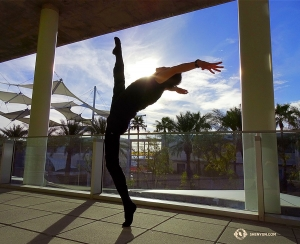 Meanwhile, in Arizona, dancer Henry Hung poses in the sun at the Mesa Ikeda Theater. (Photo by dancer Tony Zhao)