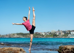 Dancer Liz Lu at Sydney's Bondi Beach. (Photo by dancer Michelle Wu)