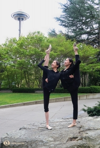 Meanwhile, Principal Dancer Elsie Shi (right) and dancer Vivian Dong keep each other balanced in Seattle, Washington. (Photo by dancer Kexin Li)