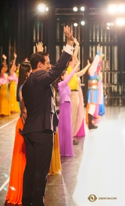 Shen Yun World Company waves goodbye to the audience in Taoyuan, Taiwan as the curtain falls on the company's 100th performance of the season! (Photo by Antony Kuo)