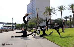 Dancers from Shen Yun International Company arrive in Jacksonville, Florida. (Photo by dancer Diana Teng)