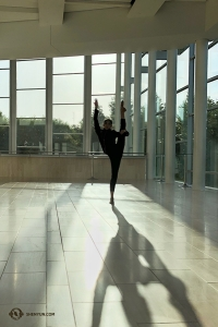 Dancer Olivia Chang balances between sold-out performances in Northridge, California. (Photo by Annie Li)