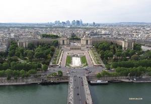 遠眺巴黎夏樂宮(又稱為特羅卡德羅)。它是在1937年為國際展覽會而建造的。
