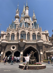 領舞演員秦歌於東京迪士尼。