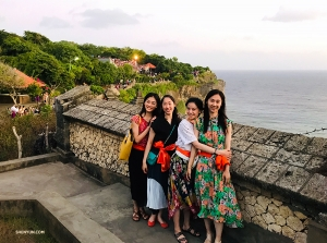 The friends on their way to watch the sunset from Uluwatu Temple.