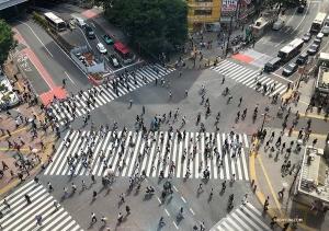 ダンサーのジェフ・チュワンが、渋谷の交差点を上から一枚。