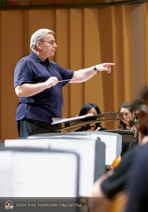 Conductor Milen Nachev leads a rehearsal at the Pingtung Performing Arts Center.
