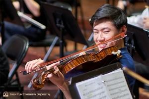 中提琴演奏家鍾遠航。