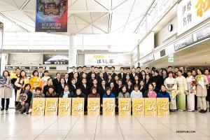 Shen Yun прибыл в Японию. Чем же занимались артисты нью-йоркской компании Shen Yun перед первым выступлением в театре Aichi Prefectural Art в Нагое?
