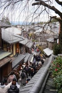 Konnichiwa, Kyoto! Gruppen anländer till staden för den första av två föreställningsomgångar (återvänder igen i februari).