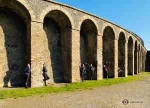 Site suivant: la visite d'un théâtre antique, l'Odéon de Pompéi.