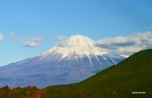 Meanwhile, Shen Yun New York Company spots Mount Fuji in Japan. It hasn't erupted since 1707—phew! (Photo by Tony Zhao)