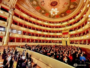 A standing ovation at one of four sold-out performances at the Teatro Comunale Luciano Pavarotti in Modena, Italy. (Photo by Song Wu)