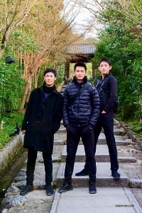 Dancers Felix Sun, Chad Chen, and Henry Hong on the grounds near Kōdai-ji (高台寺), a temple built in 1606 by a nun to pray for her deceased husband. Such devotion! (Photo by Tony Zhao)
