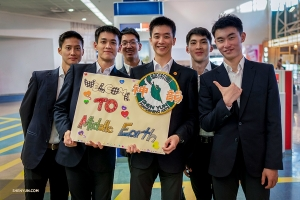 Shen Yun arrives in Auckland, New Zealand, where the Lord of the Rings movies (set in Middle Earth) were filmed.  (Photo by Tony Xue)