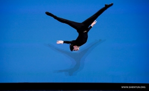 Adult male gold award co-winner Allen Liu performs a layout step out.