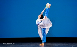 """Laura Li performs """"A Moonlit Stroll by the River."""" (Adult female silver award co-winner)"""