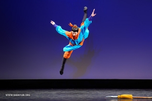 Jesse Browde performs a butterfly kick in his self-selected piece. (Junior male silver award co-winner)